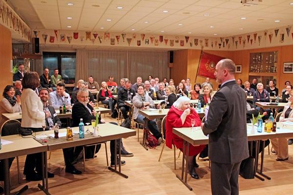 Mitglieder und Gäste der Initiative Reinicekndorf beim Vortrag zur DSGVO