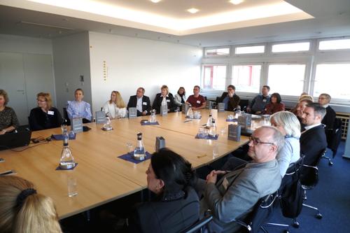 Die Mitglieder und Gäste der Initiative Reinickendorf folgten gebannt der Präsentation.