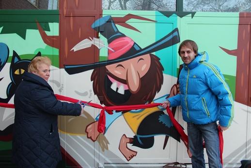 7. Dezember: Gegen Graffiti – Schulfassade in Heiligensee kunstvoll gestaltet