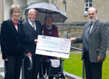 Spende für Rampe der Kirche Alt-Tegel übergeben