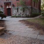 Der Vorplatz der Königin-Luise-Kirche ist nun barrierefrei zugänglich